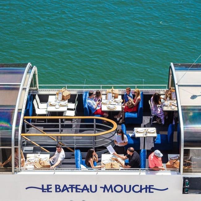Que ce soit pour une sortie en famille, un moment en amoureux ou une après-midi entre ami(e)s, la croisière du Bateau-Mouche est l'activité idéale pour relaxer et profiter de l'été. Découvrez leurs différentes formules par ici : https://bit.ly/375eS9q ------- Ah summer… there's no better time to enjoy a delightful Bateau-Mouche cruise. Make it a treat for the family, a getaway with your sweetheart, or a chill afternoon with friends… all you've got to do is choose the right formula. Check them all out here: https://bit.ly/3yXgTB7 . #vieuxportmtl #oldportmtl @bateaumouchemtl #cruise #mtlmoment #montreal #mtlsummer #montrealmoment #mtljtm #bateaumouche #saintlaurent