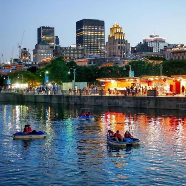Ah, qu'est-ce qu'on les aime ces douces nuits d'été ✨ Avez-vous déjà fait du pédalo en soirée au  Vieux-Port? Tellement agréable! ------- Gosh, we love those sweet summer nights ✨ Have you ever been on a pedal boat in the Old Port at night? So nice! _____ 📷 @unvegetalienamontreal @ecorecreo #vieuxportmtl #oldport #pedalboats #summernights #mtlsummer #mtllife #montreal #montrealmoments #mtlphotography #mtlview #mtlplace #mtlactivties #mtljtm #exploremontreal